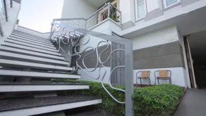 desain tangga melayang