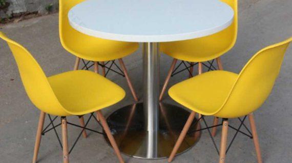 model meja cafe dengan bahan plastik