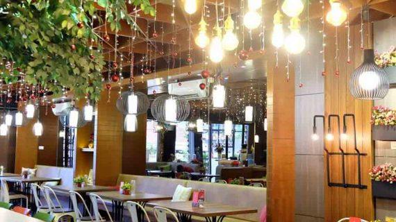 Desain Meja Cafe Kayu Bikin Hangout Lebih Asik